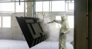 Strahlreinigung eines Metallwerstücks