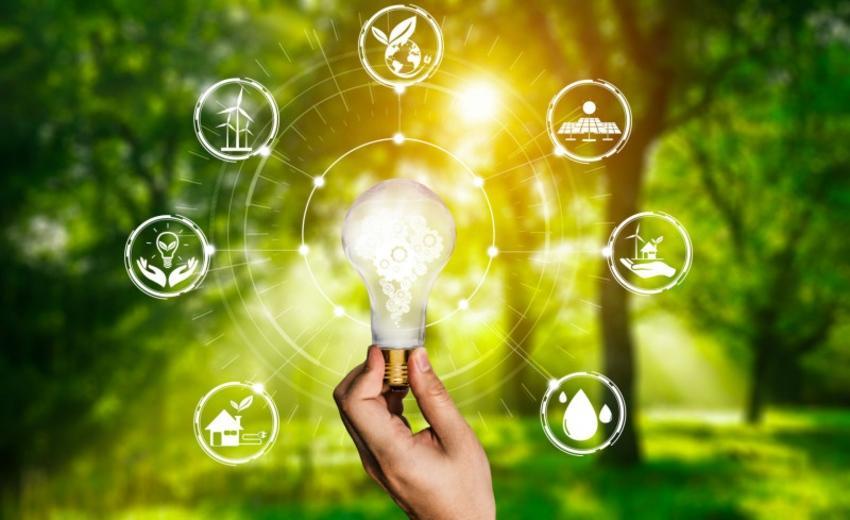 Lampe mit gezeichneten Symbolen ringsum - Umweltbelastung in der Chemie