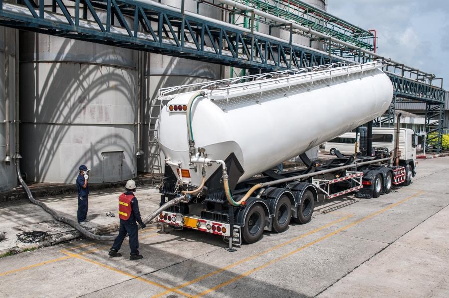 LKW Tankwagen Chemikalienlieferung Tankwagenreinigung