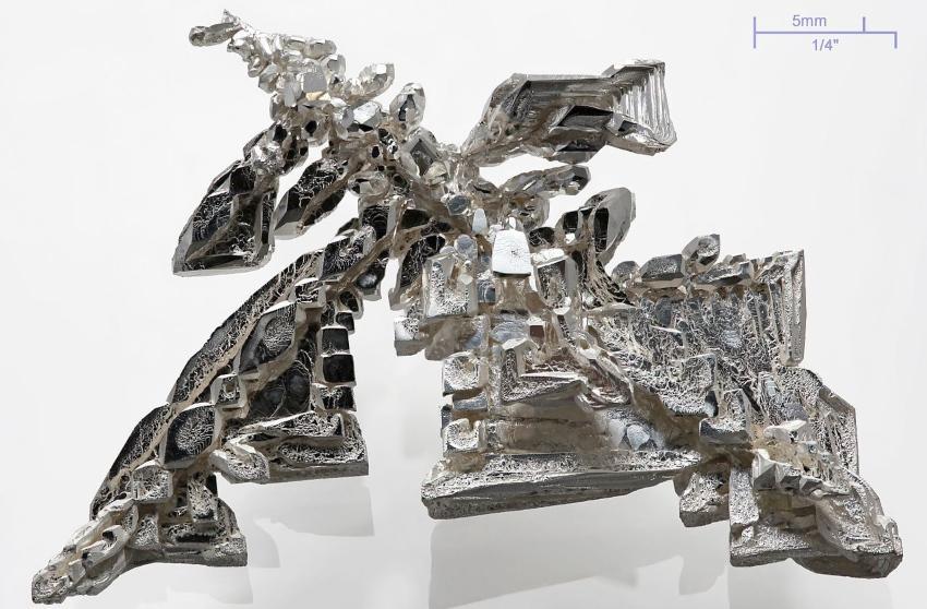 Ein reiner Silber-Kristall, elektrolytisch abgeschieden