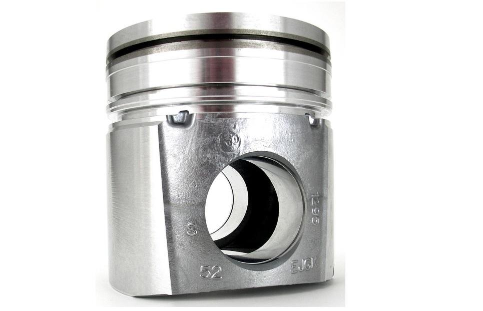 Kolben eines Dieselmotors. Schwerkraftkokillenguss - Near Net Shape Manufacturing