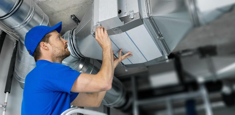 Lufttechnische Anlage zur Absaugung der Schadstoffe - Arbeitsschutz in der Chemie