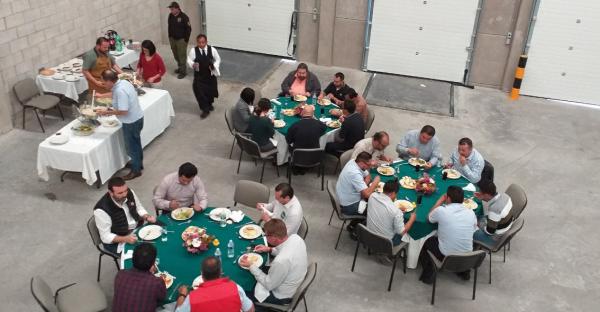 Sales-meeting-Mexico6VXOikfdkaDPL